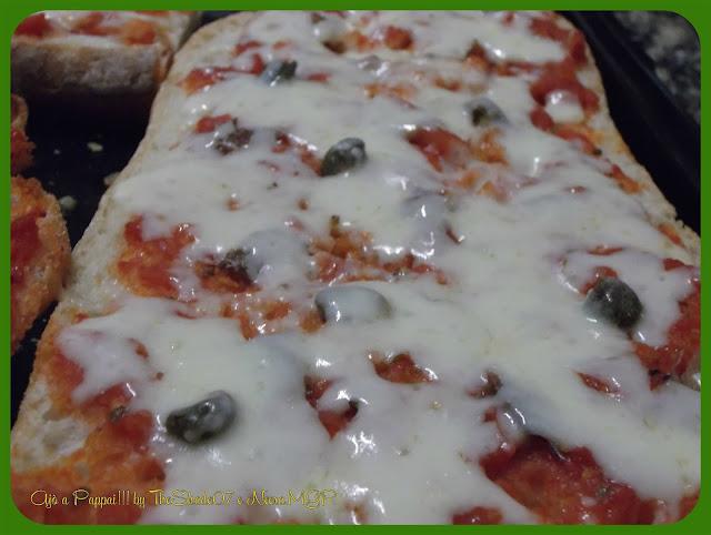 Fotografia della ricetta pizze di pane in primo piano