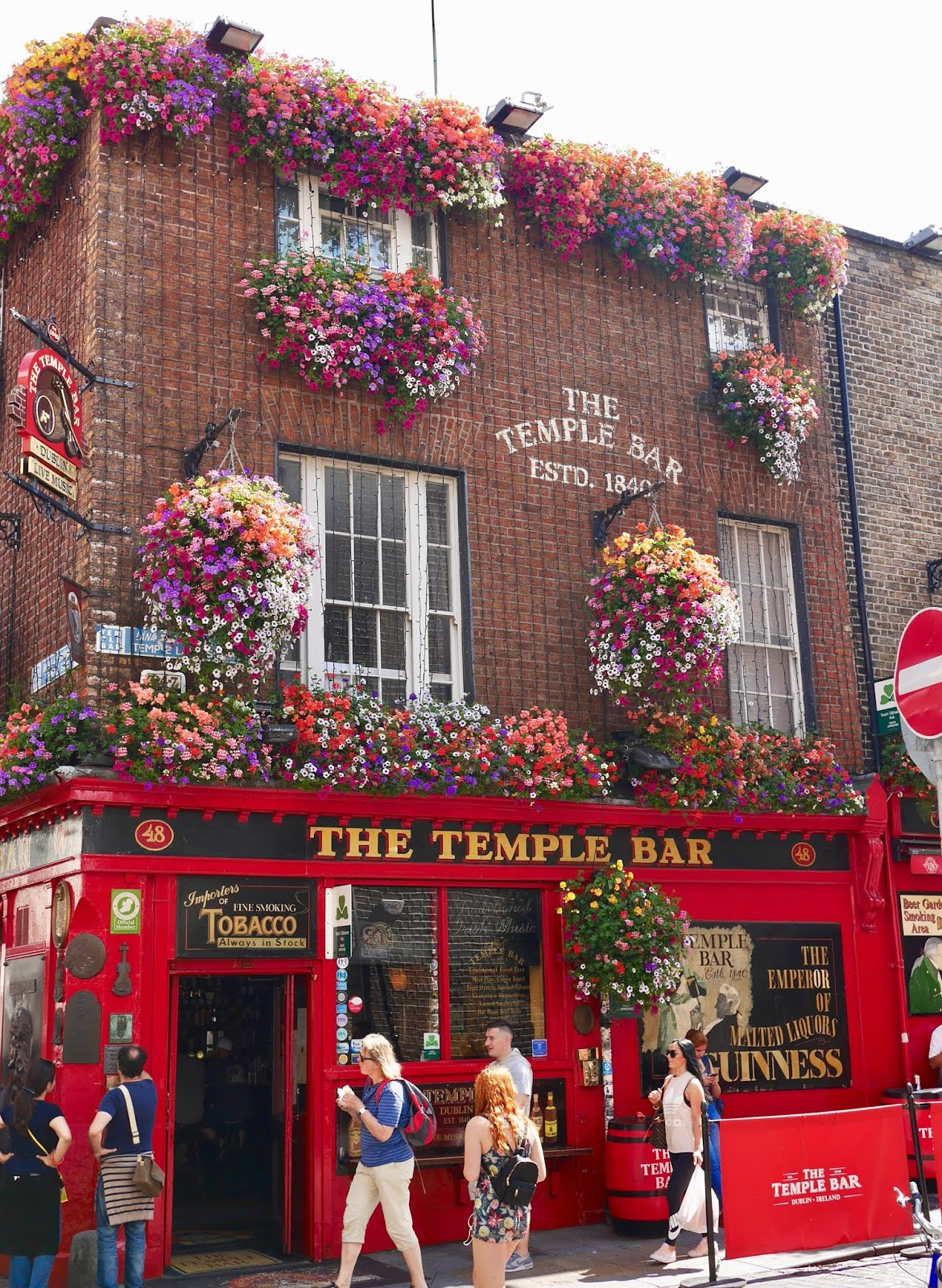 The Temple Bar in Dublin from outsid by Scottish Blogger Cal McTravels from www.calmctravels.com