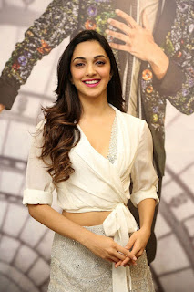 Kiara Advani Pos at Bharat Ane Nenu Success Meet 6 Meet