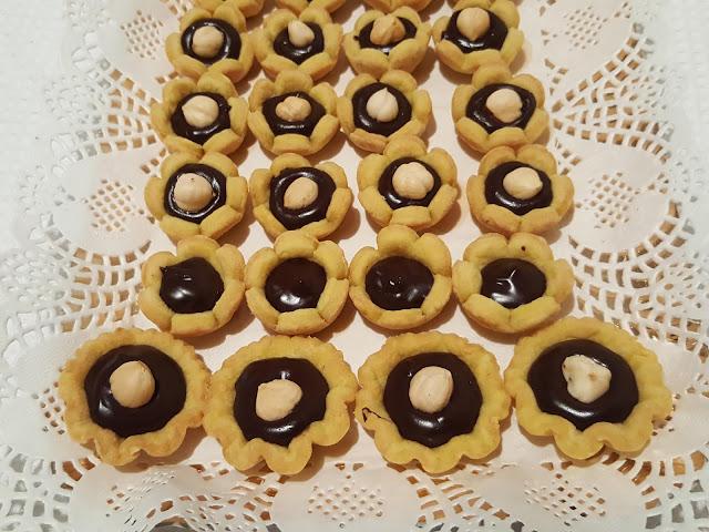 Cestini di frolla friabile con stevia e ripieno di cioccolato fondente 74 %