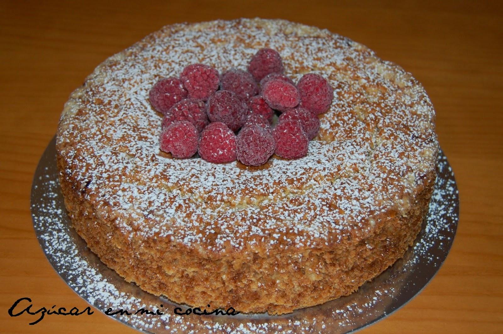 http://azucarenmicocina.blogspot.com.es/2014/06/pastel-de-bizcocho-crema-de-queso-y.html