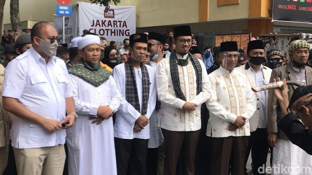 Diantar UAS hingga Andre, Erman Safar-Marfendi Daftar ke KPU Kota Bukittinggi
