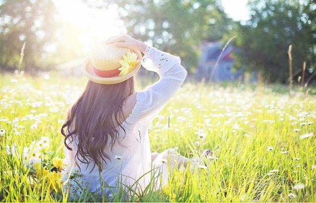 Jak dbać o skórę twarzy latem?