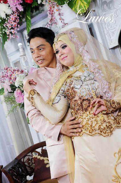 Rias pengantin muslimah dengan menggunakan hijab untuk resepsi pernikahan