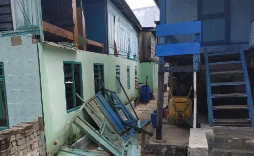 Angin Kencang dan Gelombang Pasang Rusak Rumah, Dan, Tanggul di Pulau Rajuni Dan Jinato
