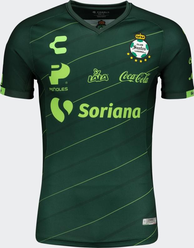 2ce39d501a6af A Classic Football Shirts possui a maior coleção de camisas internacionais  de futebol. A loja faz entregas no mundo todo e usando o cupom