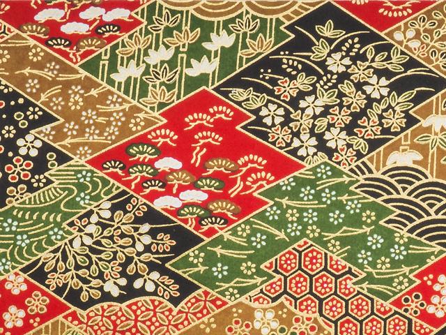 Die japanischen Muster Matsu (Kiefer) und Matsuba (Kiefernnadeln) auf einem Bogen Chiyogami
