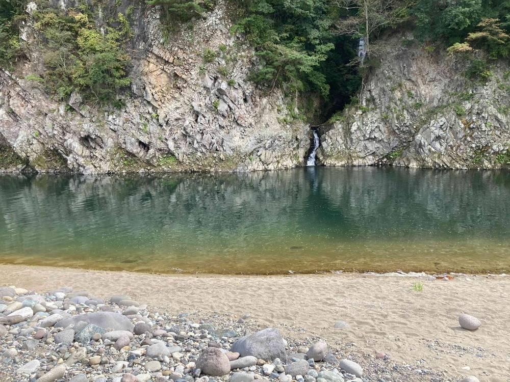 【ひするまキャンプ場】深そうな川