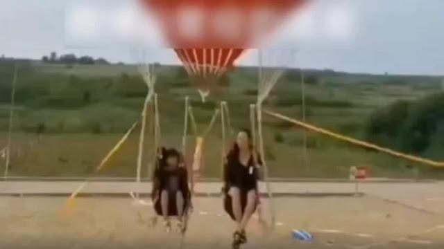 Ngeri, Ibu dan Anak Tewas saat Naik Wahana Balon Udara