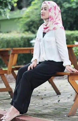 model fashion hijab casual modern