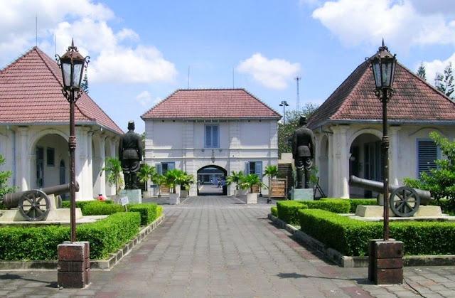 Belajar Edukasi dan Sejarah di Museum Benteng Vredeburg