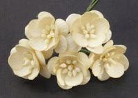 https://cherrycraft.pl/pl/p/Kwiat-wisni-KREMOWE-5-szt.-Wild-Orchid-Crafts-/2261