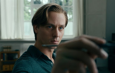 Never Look Away 2018 Image 1