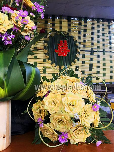 Giỏ hoa lá dừa trang trí tiệc cưới