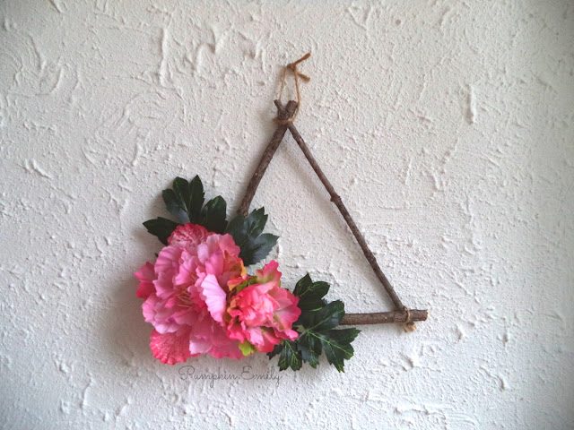 DIY Triangle Wreath | Spring Room Decor