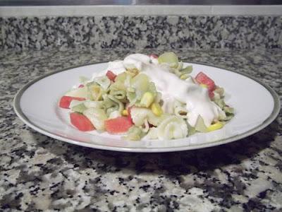 Ensalada de pasta con piña y sandía