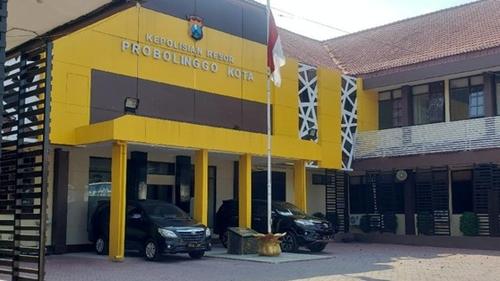 Peras Warga, Seorang Anggota Polres Probolinggo Kota dan 3 Orang LSM Diamankan