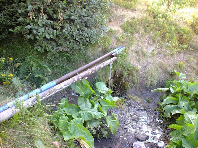 Разрыв в трубе - источник питьевой воды