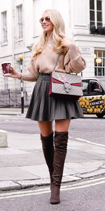 Fall in love this winter season with these cozy sweater outfits. Winter Fashion via higiggle.com | Pink long sweater | #sweater #winter #fashion #knit