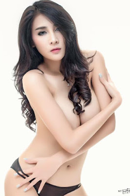 Hot and sexy topless photos of beautiful busty asian hottie chick Thai model Aumboon Sukklai photo highlights on Pinays Finest Sexy Nude Photo Collection site.