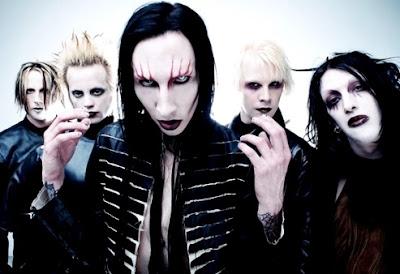 Foto de Marilyn Manson con rostros terroríficos