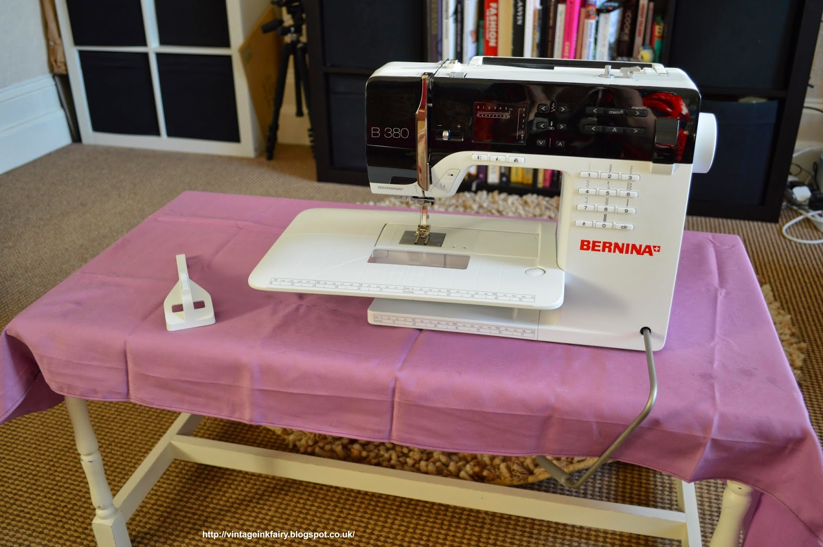 My Oh Sew Vintage Life: UnBoxing a Bernina 380 - What do you