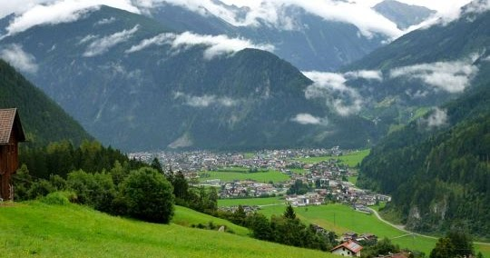 Munchen News Herbstzauber Gletscherpowder In Der Region Tux