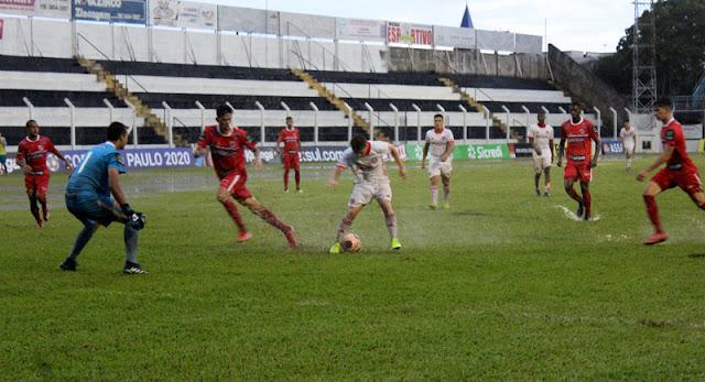 Inter encerrou a primeira fase abaixo de chuva (Foto: Leonardo Fister)
