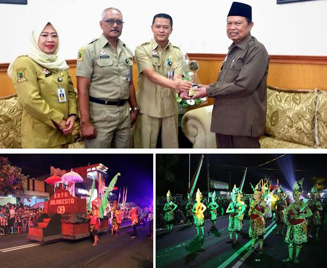 Usung Cerita Sabuk Alu, Disporabudpar Sabet Penghargaan Diajang JatimSpecta Night Carnival