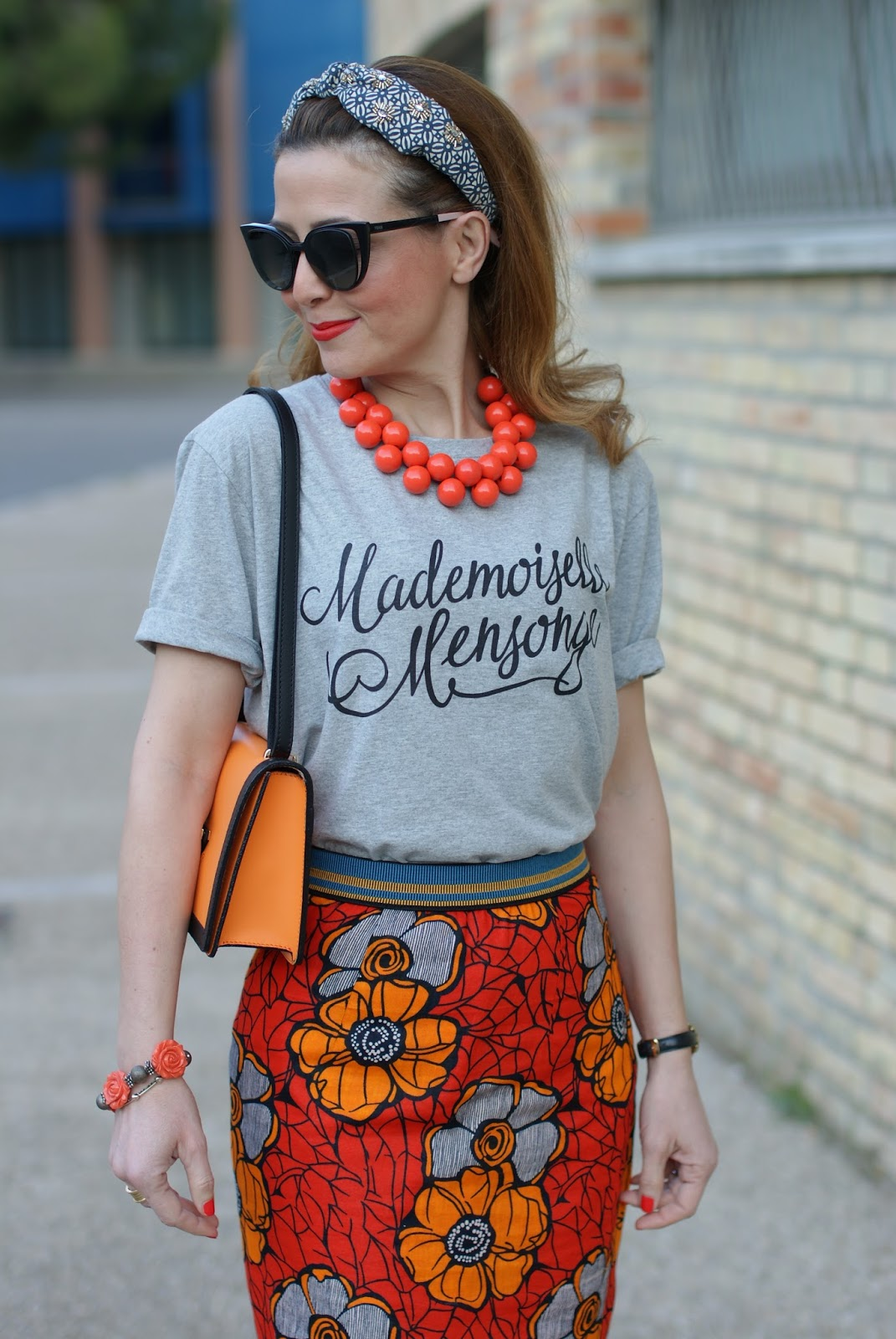 89lies street style, Eightynine Lies mademoiselle mensonge t-shirt with Rose a Pois ethnic pencil skirt on Fashion and Cookies fashion blog, fashion blogger style