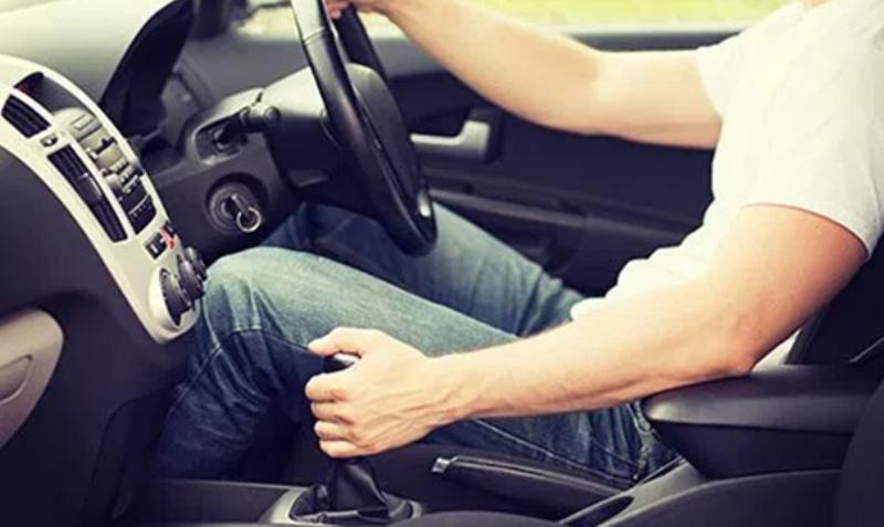 Solusi dan Penyebab Persneling Mobil Manual Macet, Sulit di Pindahkan