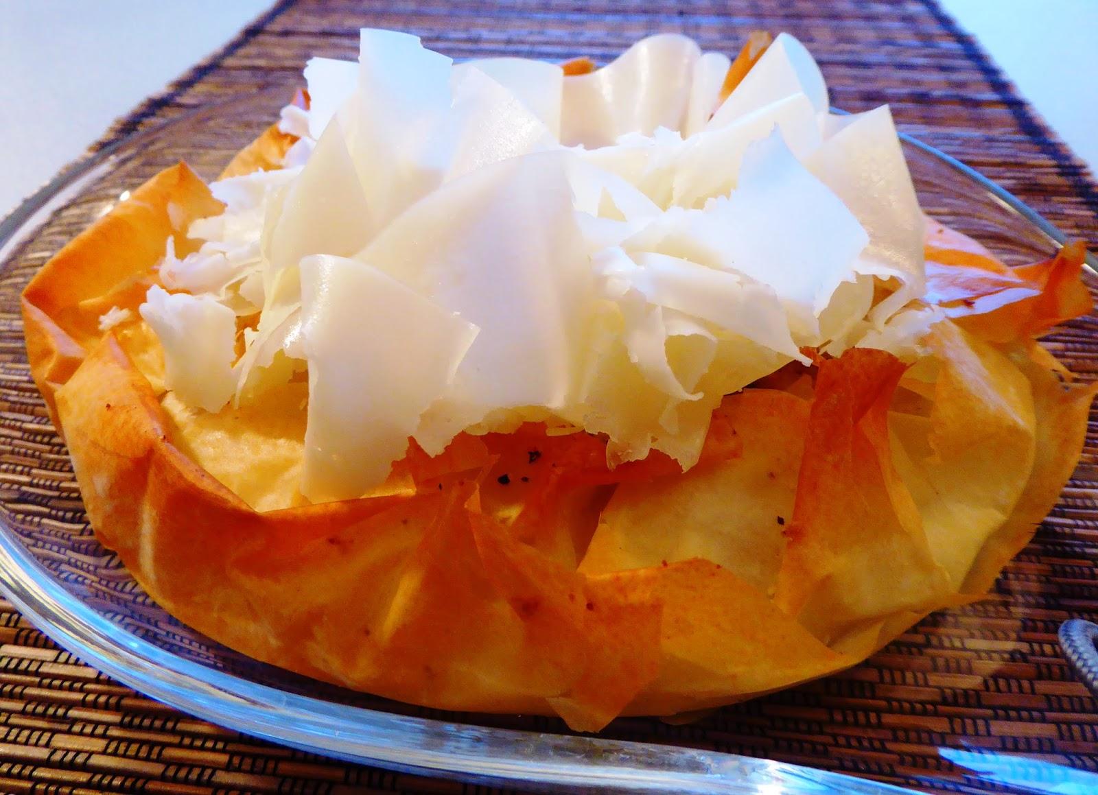 Antipasti: torta di pasta fillo formaggi e nocciole