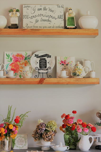 country-farmhouse-tour-decorating-homemaking-flowers-rustic-athomewithjemma