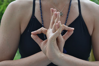 Mudras (gesture) in yoga and their benefits