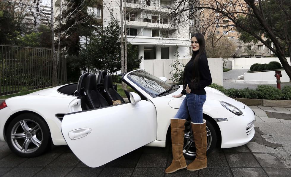 Adriana Barrientos y su Porsche Boxster