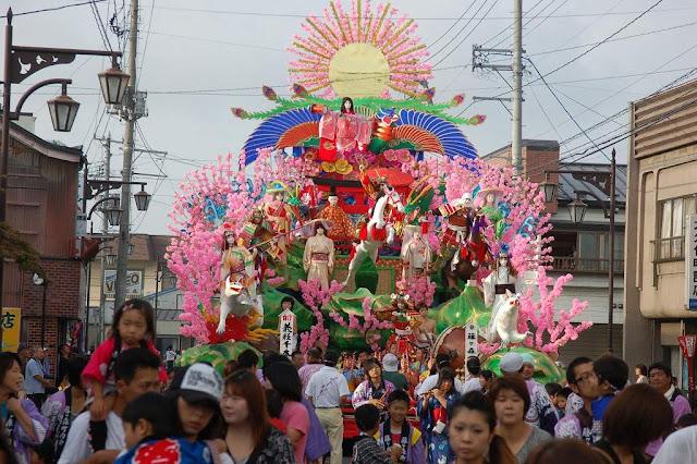 Oirase Momoishi Matsuri (Autumn Festival), Aomori Pref.