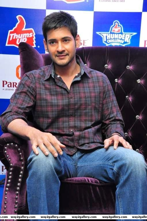 Mahesh Babu met Thumps Up Thunder Challenge Winners at Paradise Restaurant Secunderabad