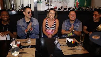 Liane Borges e o grupo Imaginasamba  Crédito: Divulgação/SBT
