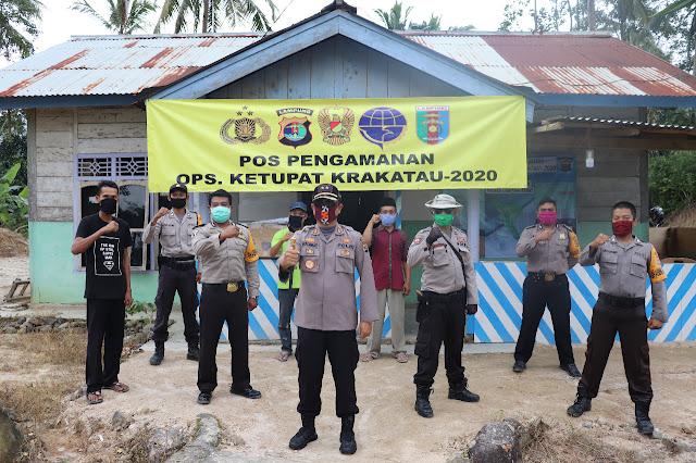 Kapolres Lampung Barat Berikan Bingkisan Kepada Personil yang Bertugas Melaksanakan Piket Jaga Pos Pam Ops Ketupat Krakatau 2020