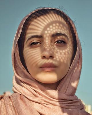 Cewek Selfie unik dan manis pakai hijab