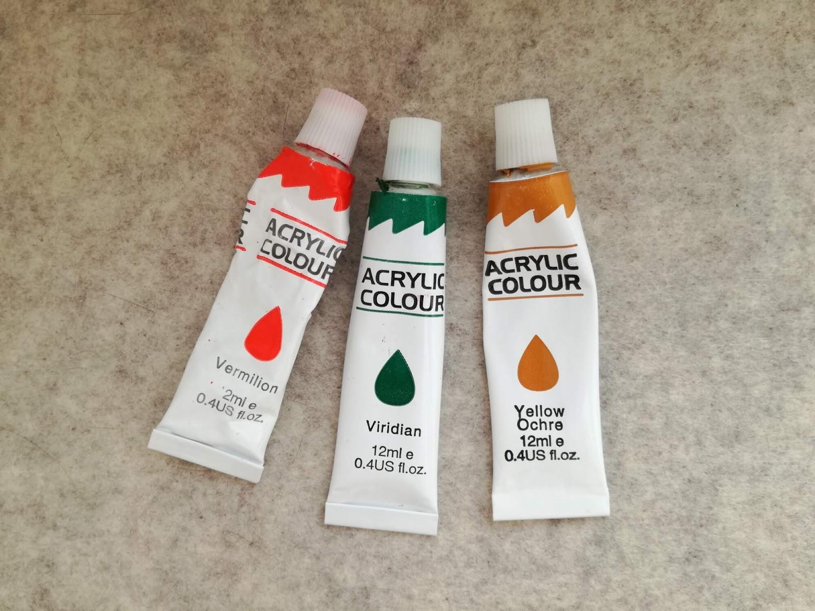 trzy farbki akrylowe