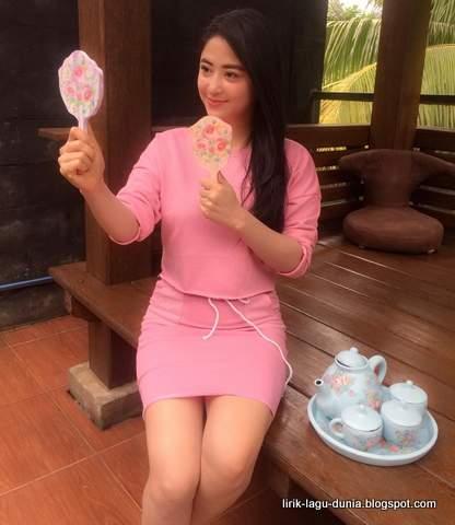 Dewi Perssik - Centini Manis