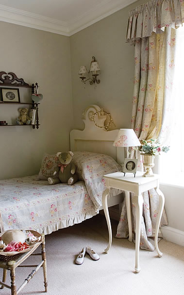 Modern Country Style: Girls' Bedroom: Painted Furniture