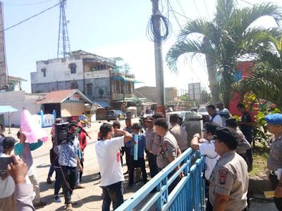Masyarakat Demo, Minta Kepala PLN Tanjung Tiram di Copot