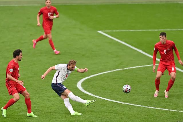 هاري كين يسدد على المرمى