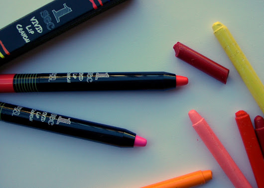 Touch in Sol - One Second Vivid Lip Crayon in #4 Tulip Pink and #3 Barbie Pink, review, swatches and Asian bicolour lip trends
