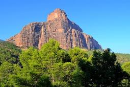 جبل امسفران او الكاتدرال وجهة السياح المغاربة والاجانب