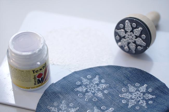 Ynas Design BLog | Schneestempeln mit Stofffarbe
