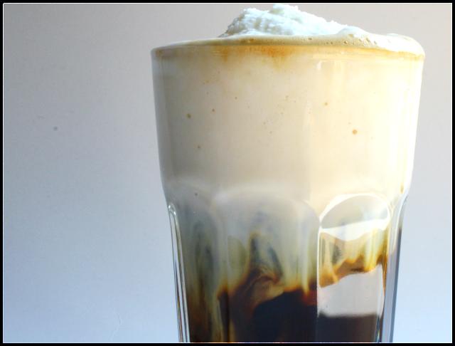 Jak udělat ledovou kávu za pár minut - ledová káva se zpěněným zmrzlým mlékem