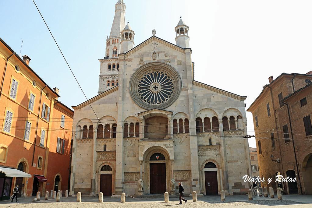 Fachada principal del Duomo de Módena